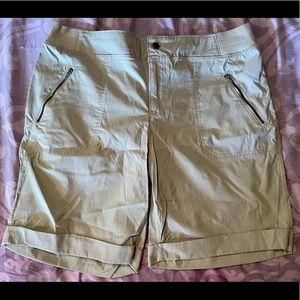 NWOT Te Verde Shorts